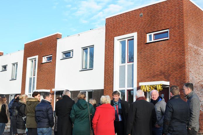 De energieneutrale woningen van Woonlinie aan de Burgemeester Van Rijswijkstraat in Woudrichem.