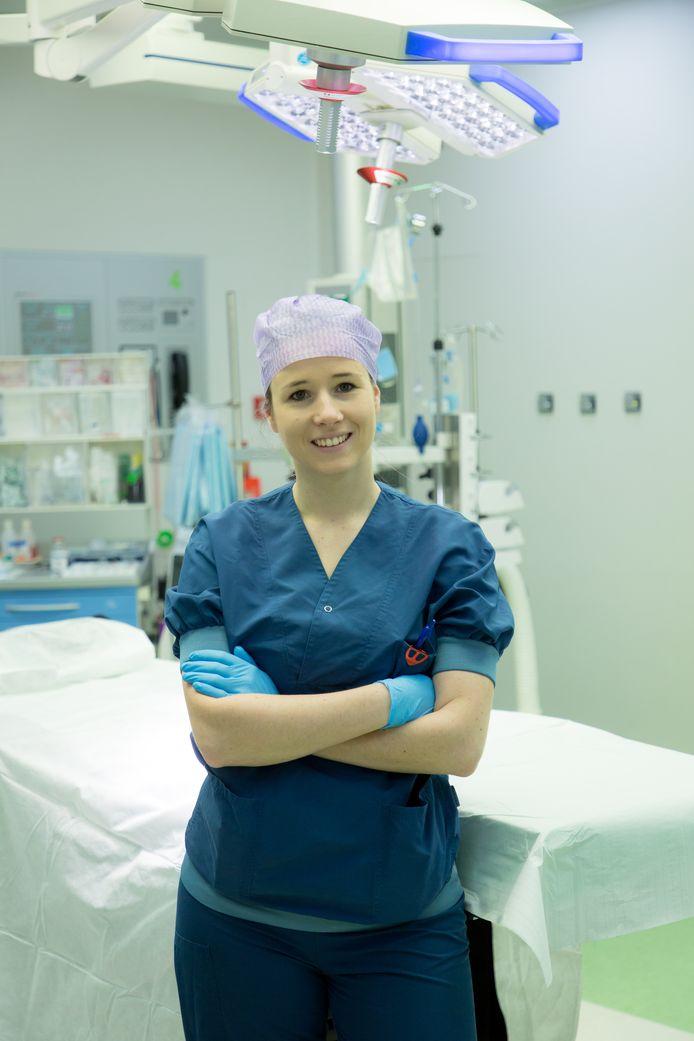 Emmy de Wilt (26) is anesthesiemedewerker in het St. Anna Ziekenhuis.