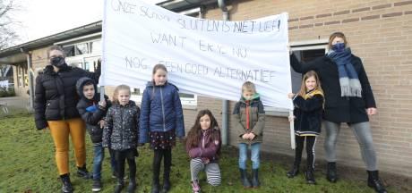 Oostelbeers protesteert tegen sluiting school: spandoeken, flyers en tekeningen