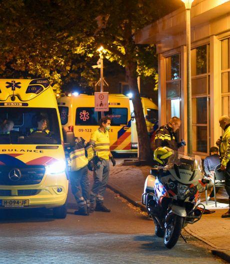 Slachtoffer raakt zwaargewond bij steekpartij azc: twee arrestaties