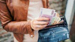 """Finland geeft al jaar basisinkomen aan werklozen en het project verandert levens: """"Ik voel me een lottowinnaar"""""""