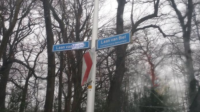 De tekst op het straatnaambord is gewijzigd in Laan van Muesli.