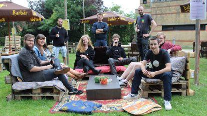 Jeugdhuis Kadans verhuist coronaproof naar buiten: hele zomer parkcafé achter Villa Snoeck
