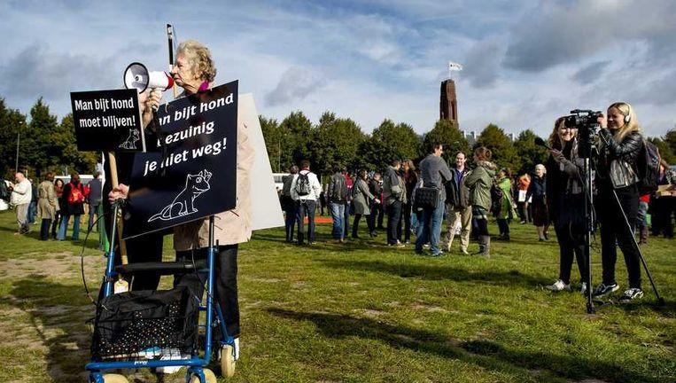 Omroepmedewerkers, op het Malieveld in Den Haag, voeren actie tegen de aangekondigde extra bezuinigingen van 100 miljoen euro bij de publieke omroep. Beeld anp