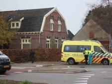 Fietser rijdt bedrijfsbus aan op rotonde in Braamt: met schrik vrij