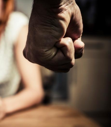 Enschedeër voorlopig vrij na mishandelen partners
