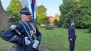 Tambour-maître Geert Pittens brengt de eregroet, tijdens de dodenherdenking.