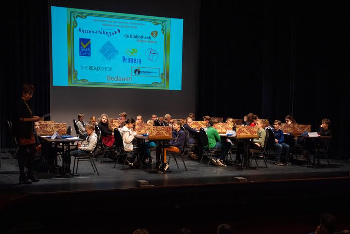 In totaal 26 leerlingen van basisscholen in Rijssen-Holten namen in het Parkgebouw Rijssen deel aan het Junior Dictee.