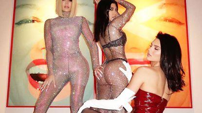 IN BEELD. Kardashian-zussen pakken uit met gewaagde fotoshoot