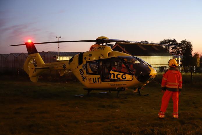 Traumahelikopter na een bedrijfsongeval aan de Tuindersweg in IJsselmuiden.
