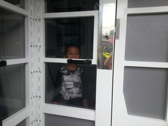 Normaal komen worden alleen boeven vastgezet, maar zaterdag ook kinderen.