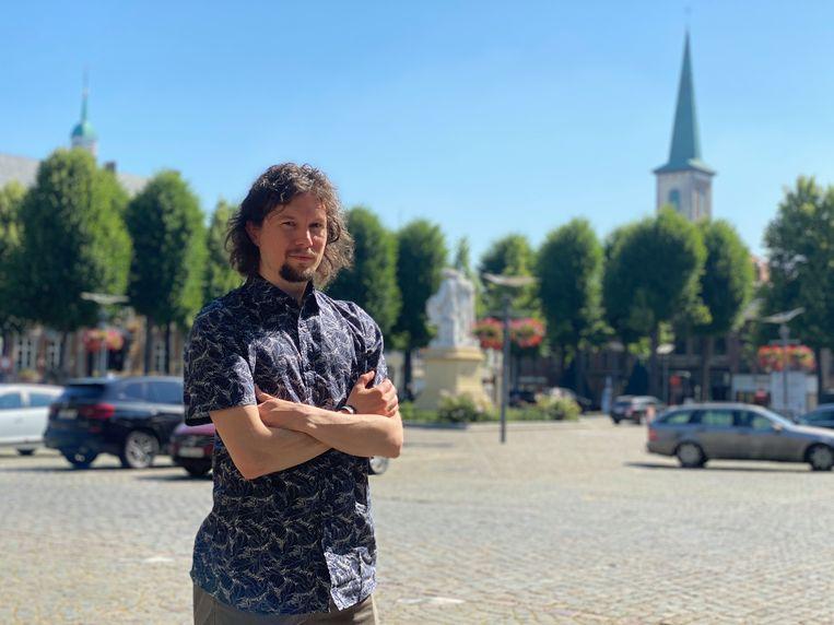Rocky met in de achtergrond het standbeeld van de gebroeders Van Eyck.