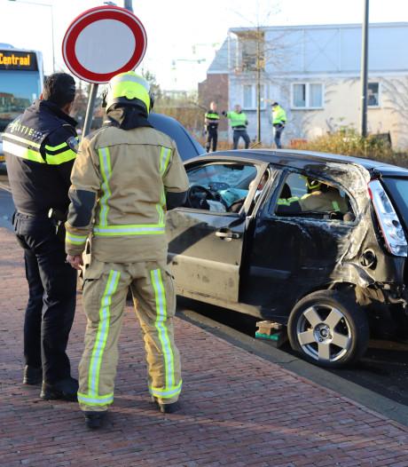 Persoon bekneld in auto tijdens ongeluk