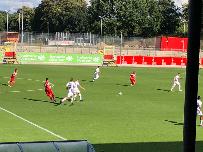 Spelmoment uit het besloten oefenduel van NEC tegen Fortuna Düsseldorf.