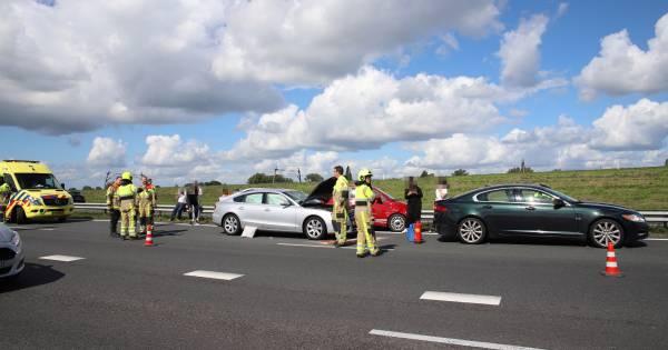 Vertraging op A15 bij Geldermalsen na ongeluk met vier autos.