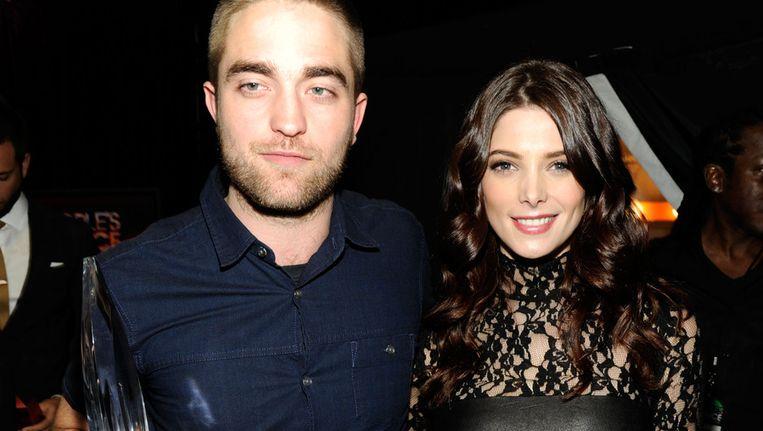 Robert Pattinson (links) met zijn award. Beeld getty