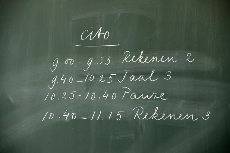 Het programma voor de cito-toets staat op het bord geschreven.  Beeld Hollandse Hoogte / Flip Franssen