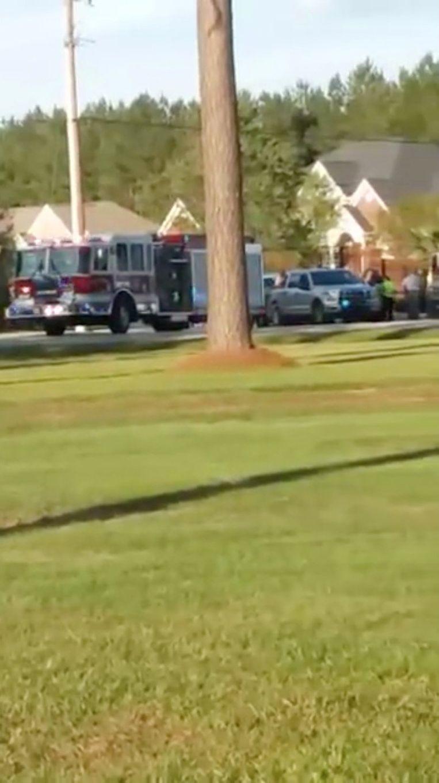 Politie en brandweer zijn op de plek van de schietpartij om hulp te verlenen.