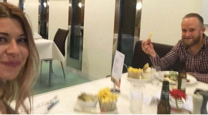 Lisa Westerveld tijdens de maaltijd in de kantine van de Tweede Kamer.