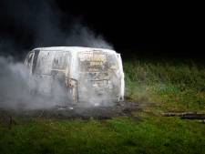 Gestolen bestelbus met gasflessen uit Duitsland brandt uit bij Herxen