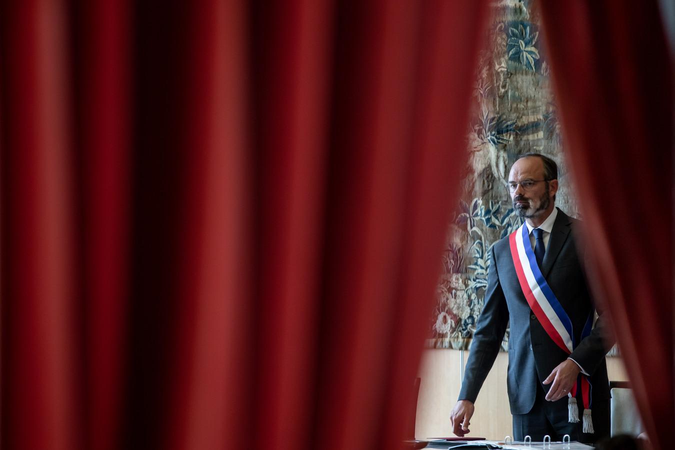 De Franse premier Edouard Philippe won zondag de gemeenteraadsverkiezingen in zijn stad Le Havre en kiest mogelijk voor een fulltime job als burgemeester van de havenstad.