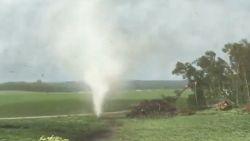 Spectaculaire beelden tonen extreme close-up van tornado