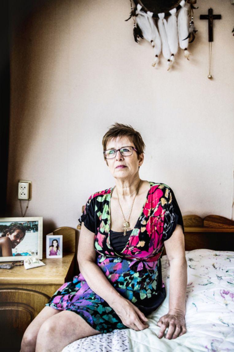 Moeder Marion van dochter Jessica van Room. De politie concludeerde zelfmoord, haar familie weigert zich hierbij neer te leggen. Beeld null