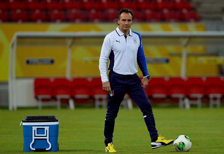 De Italiaanse bondscoach Prandelli dinsdag tijdens de training. Beeld afp