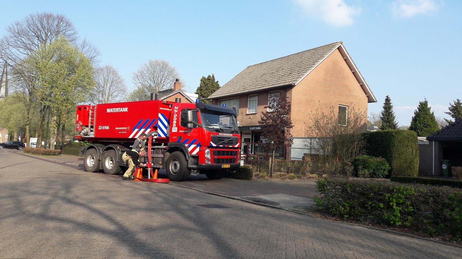 De brandweer haalde water in het dorp.
