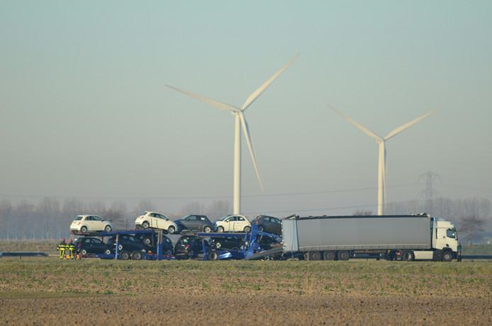 Ongeluk met twee vrachtwagens op A4 Woensdrecht.