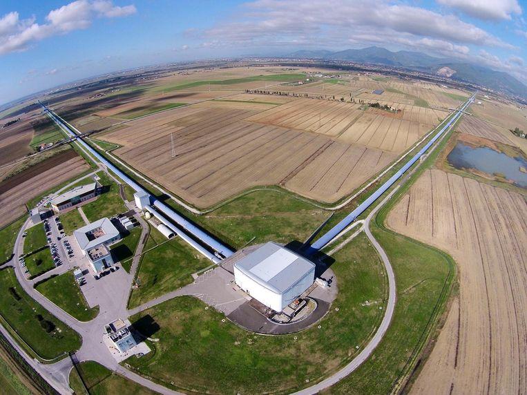 Luchtfoto met daarop de Virgo zwaartekrachtgolvendetector in Pisa, Italië. Beeld Science Photo Library