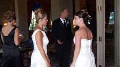 """""""Dit is ijskoud. Praat je nog met haar?"""": deze bruid zag haar schoonmoeder opdagen in lange witte jurk"""