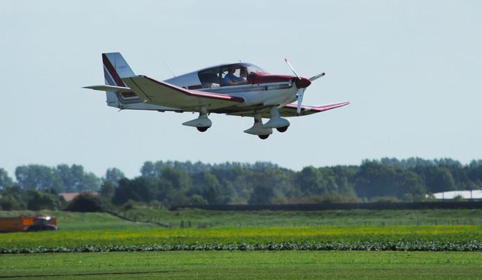 Door het draaien van de landingsbaan op Vliegveld Midden-Zeeland bij Arnemuiden hoeven piloten niet meer over bewoond gebied te vliegen tijdens het opstijgen en landen.