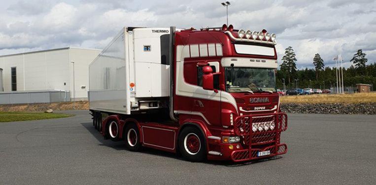 Op sociale media post hij regelmatig foto's van de rode Scania-trekker, die hij trots de 'Polar Express' noemt.