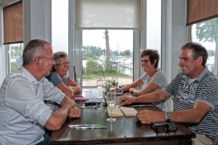 Dineren met uitzicht op de haven