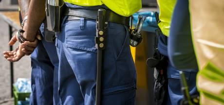 Celstraf voor man die agent met wapenstok belaagde