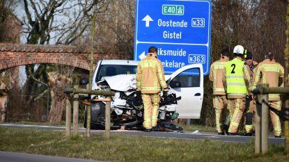 Automobilistes naar ziekenhuis na frontale botsing
