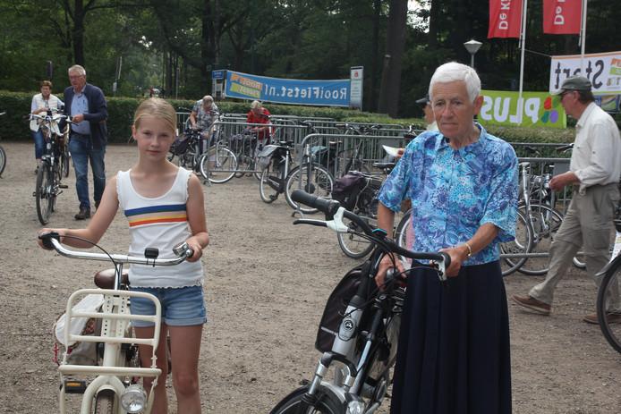 Twee diehards bij de Rooise fietsvierdaagse: Michelle Verbij (links) en Marlène Blijlevens.