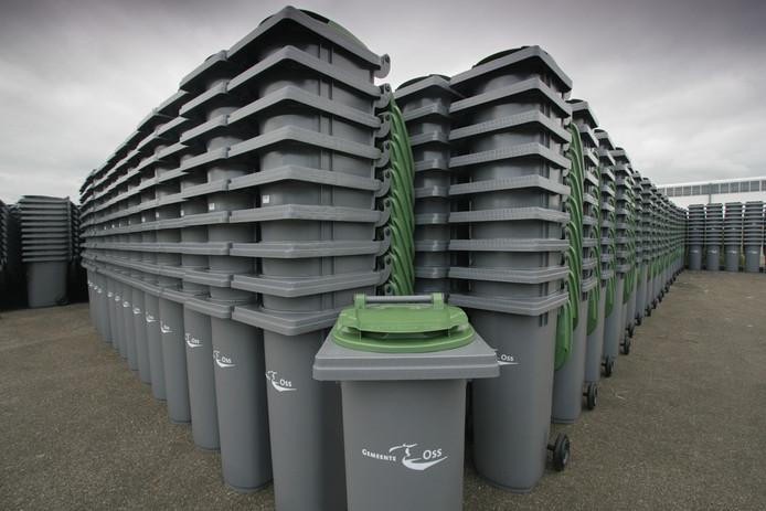 Afvalcontainers die later werden uitgedeeld in de gemeente Oss.