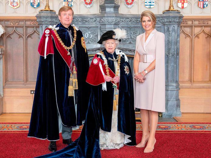 Elizabeth II poseerde dit jaar met koning Willem-Alexander en koningin Maxima in Windsor Castle.
