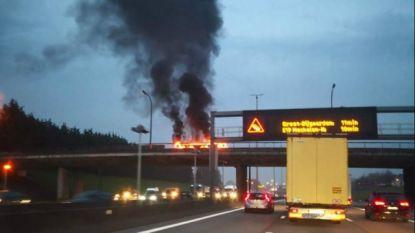 Signalisatiebord boven binnenring vat vuur: weg opnieuw vrijgemaakt