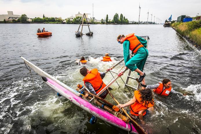 Dergelijke taferelen zien we even niet: er geldt een totaalverbod op recreatie in het Boudewijnkanaal.