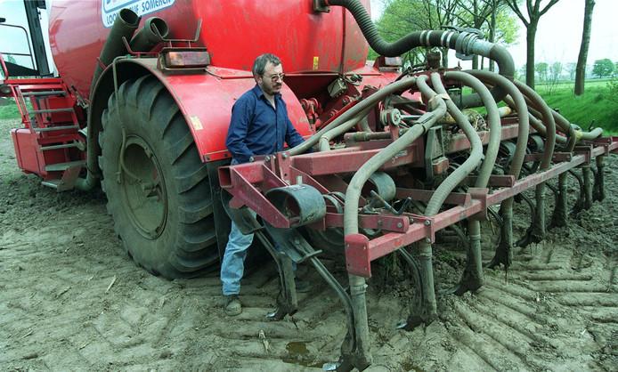 Mestinjecteur van loonbedrijf Sonnemans uit Someren. Via deze methode wordt de ammoniakuitstoot beperkt.