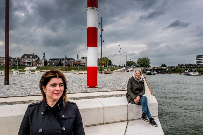 Ivana Zambeli (links) werkte als landschapsarchitect mee aan de nieuwe Tielse Waalkade: Karin van Dorenmalen (rechts) fungeerde als projectleider vanuit de gemeente.