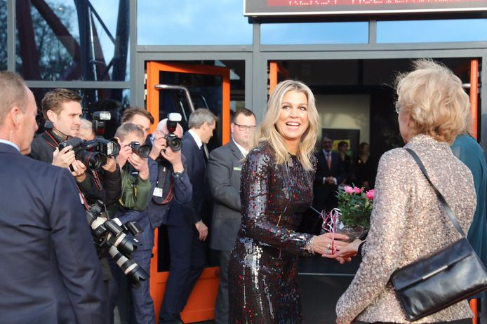 Koningin Máxima voor de IJsselhallen in Zwolle.