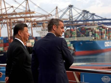 Hoogleraar: 'China pompt miljarden in Zuid-Europa om Rotterdamse haven klein te krijgen'