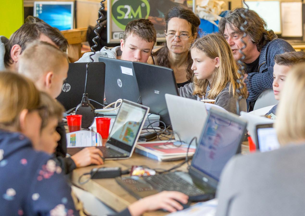 Coderdojo Goes Leert Kinderen Programmeren En Games Maken Foto