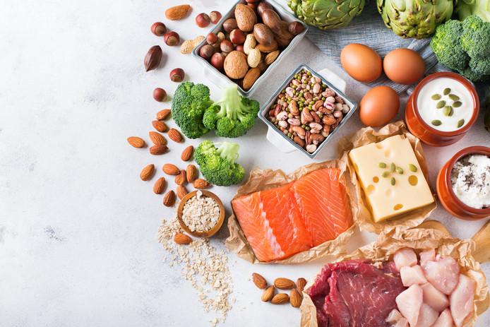 Bronnen van eiwit: vis, noten, zuivel en groenten.