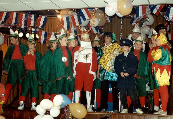 Carnaval 1992 Jeugdprins Mark Kievith met zijn raad en prins Tinus d'n Irste
