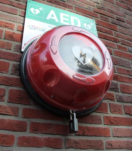 Nieuwe AED's in Hoogeland